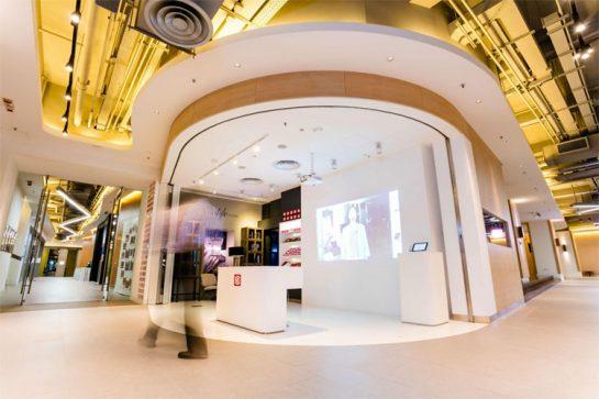 利丰集团的会客室,装备有最新的virtual reality设备。